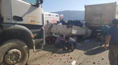 Kütahya'da kamyonet hafriyat kamyonuna çarptı