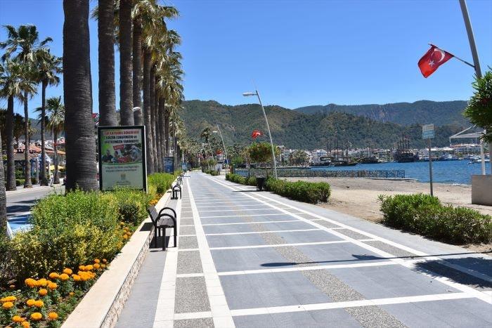 Turizm merkezi Antalya bayramda sessizliğe büründü