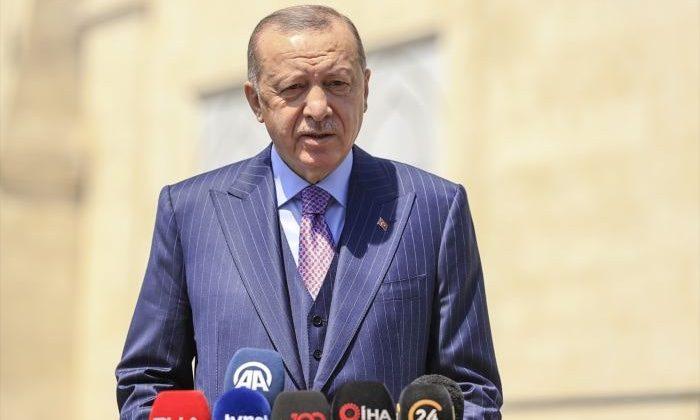 Erdoğan, cuma namazının ardından soruları yanıtladı
