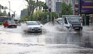 Adana'da şiddetli yağış zarara neden oldu