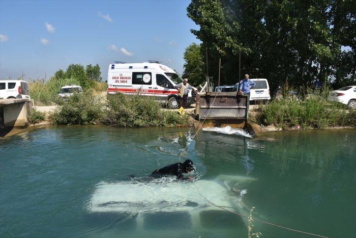 Adana'da sulama kanalında hafif ticari araç bulundu