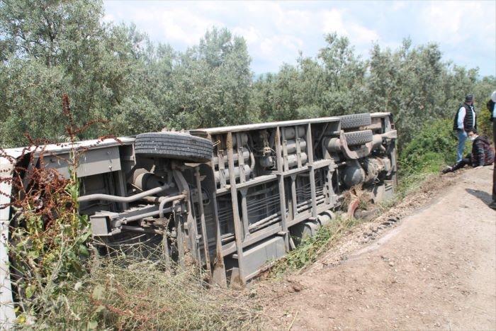 Bursa'da yolcu otobüsü devrildi: 4 yaralı