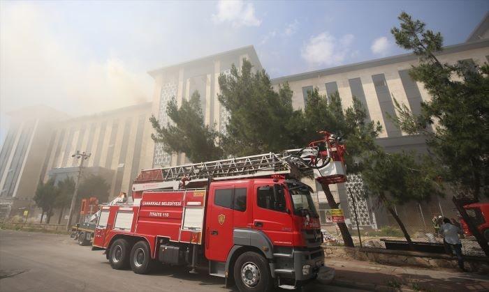 Çanakkale'de yeni emniyet müdürlüğü binasında yangın çıktı