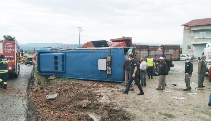 Samsun'da cezaevi aracı devrildi: 10 yaralı