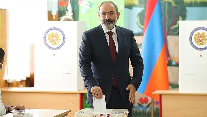 Karabağ yenilgisine rağmen seçimde zafer Paşinyan'ın