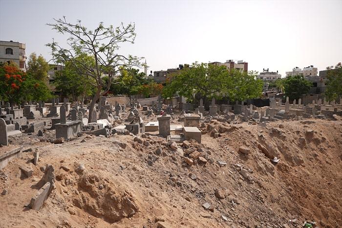 İsrail mezarlıkları bile bombalamış