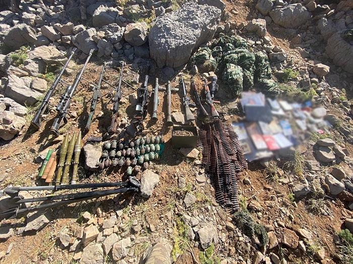 3 PKK'lı mağarada ölü ele geçirildi