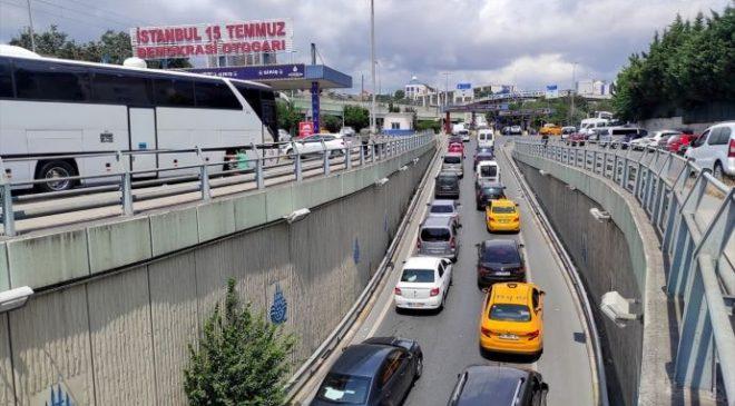 İstanbul'da bayram tatilinden dönüş yoğunluğu yaşanıyor