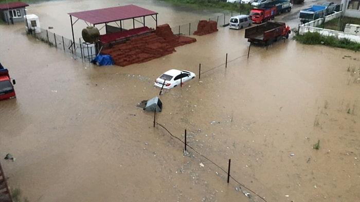 Rize'de sel ve heyelan:  5 ölü, 3 kayıp