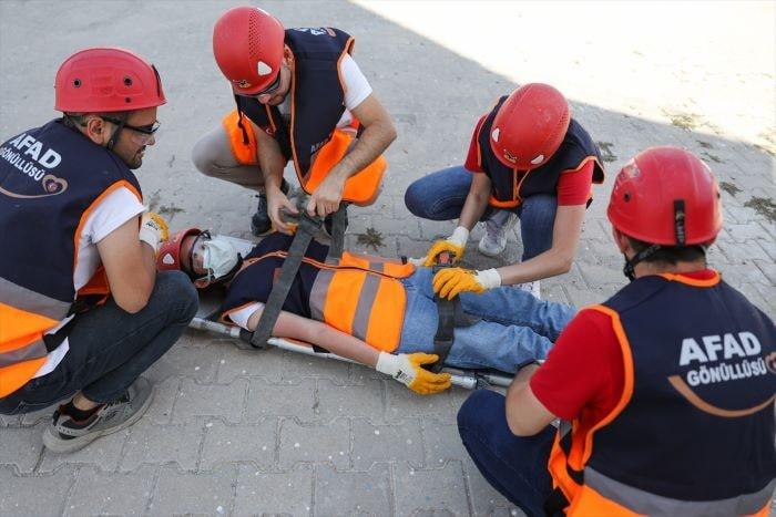 İzmir depremi sonrası AFAD gönüllüsü 26 bini aştı