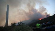 Alevler Kemerköy Termik Santrali'nin bahçesine ulaştı