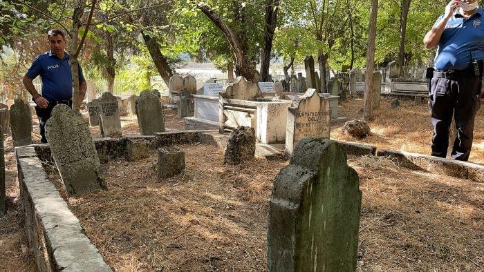 Adıyaman'da toprağa yarı gömülü bebek bulundu