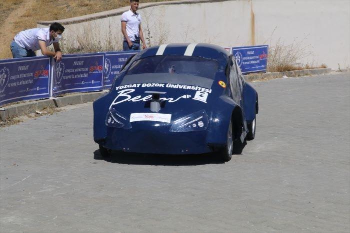 Bozok Üniversitesi öğrencilerinden sürücüsüz elektrikli prototip araç