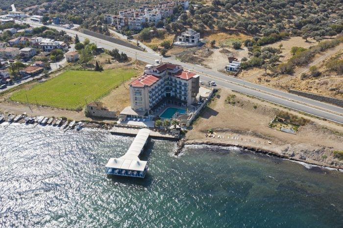 Deniz manzaralı otelini yurt ihtiyacı olan öğrencilere açtı