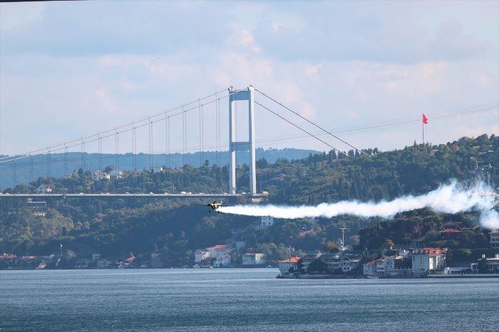 İtalyan pilottan İstanbul'da şov
