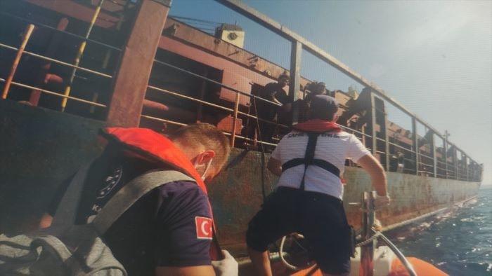 Rahatsızlanan yük gemisinin kaptanı hastaneye kaldırıldı