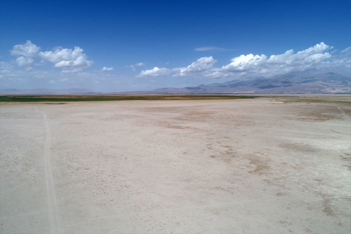 Sultan Sazlığı'ndaki Yay Gölü'de kurudu