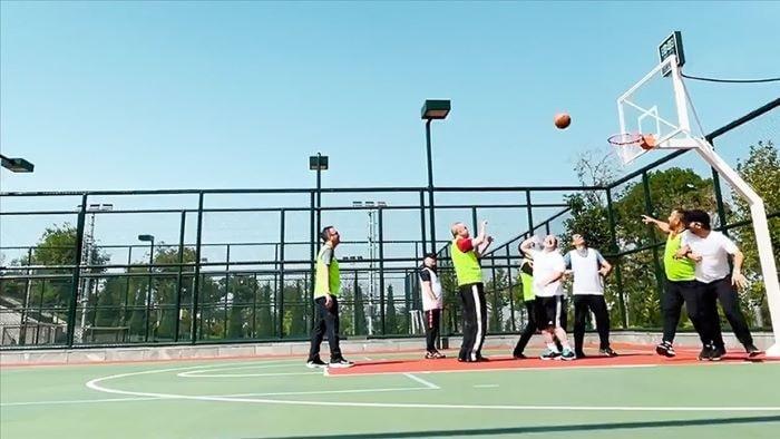 Erdoğan, Oynadığı basketbol maçından video paylaştı
