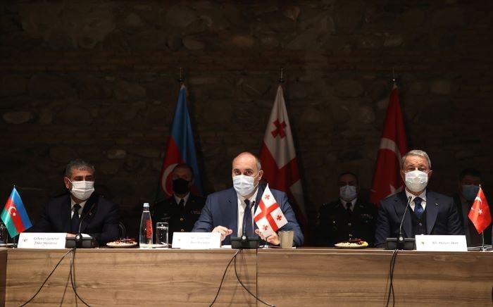 Gürcistan-Türkiye-Azerbaycan Savunma Bakanları Toplantısı düzenlendi