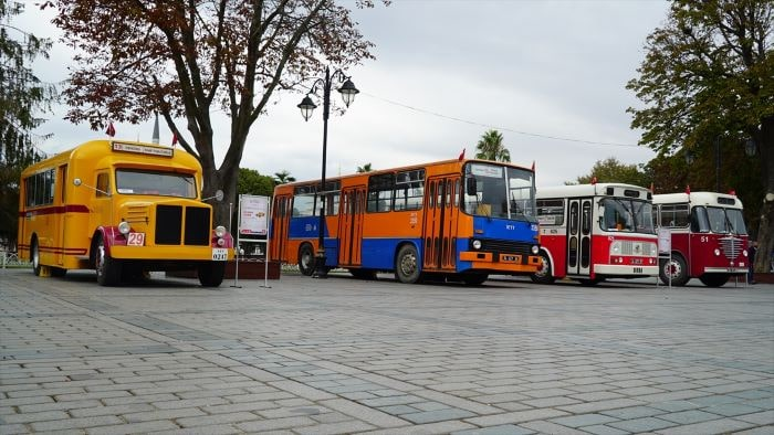 İETT'nin nostalji otobüsleri sergileniyor