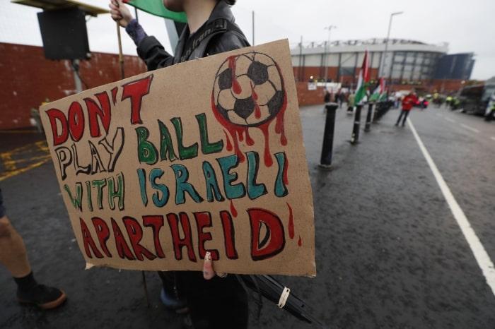 İsrail'li futbolculara şok protesto