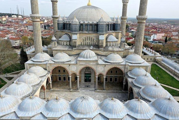 Tarihi Yeni Camide kapsamlı restorasyon