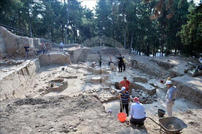 Yumuktepe Höyüğü'nde 4 bin 500 yıllık küp bulundu